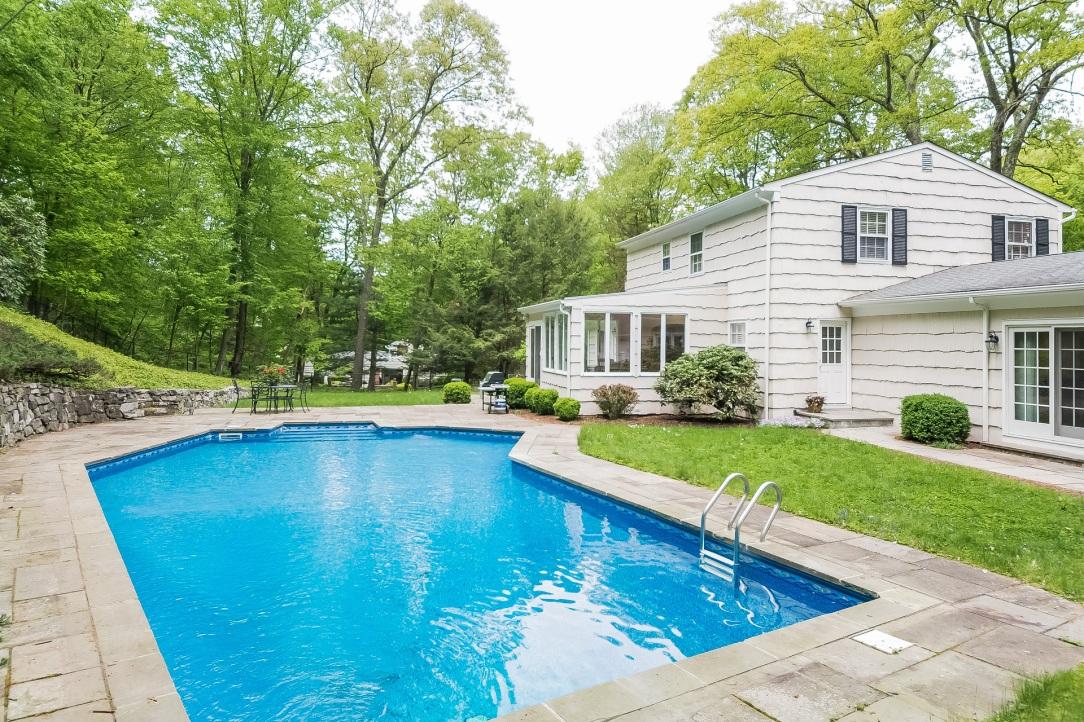 018-Pool-5985991-medium